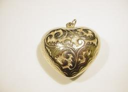 Vintage Puffy Heart Pendent | Engraved