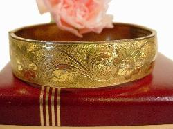 A touch of history, amazing gold filigree victorian bracelet, antique bangle.