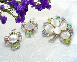 Silver Heart Leafs Lined w/ Flowers & MOP Brooch and Earrings