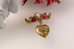 Faux pearl with 2 enamel pink flowers