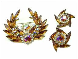 Dynamic C1962 vintage Juliana Delizza & Elster Demi Brooch