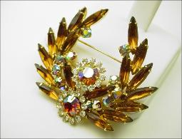 Demi Brooch and Earrings Set Designer Juliana