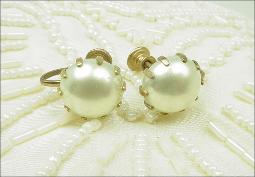 Elegant And Simple Glass Pearl Screwbacks