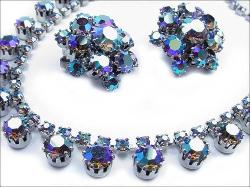 Multi Claw Set Stones, chatons and rhinestones in a drop step design