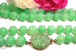 Eesembles green detailed molded decorative glass clasp, wear in front the side or the back