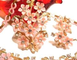 Vintage Pink Flowers Centered with Crystal Stones Parure Set