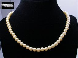Beautiful simulated pearls, we all know that pearls are the very definition of classic couture