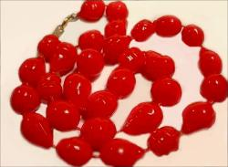 Plastic Vintage Necklace | 1980's
