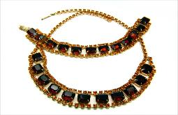 The necklace and bracelet features large emerald Amber stones