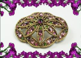 Hollycrafts wonder brooch like out of a museum